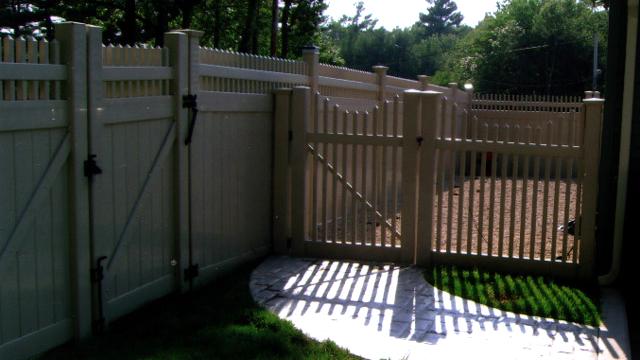 Vinyl fence with metal gate Wood Fence Vinyl Privacy Fences Vinyl Privacy Fences Vinyl Fencing Ma Ri Jj Fence Fences Gates Railings Ma Ri Chain Link Fencing Wrought Iron